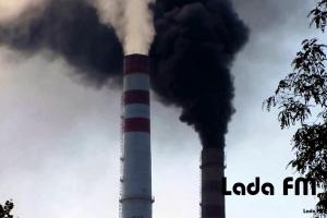 Незвично чорний дим із труби Ладижинської ТЕС зафіксували на відео