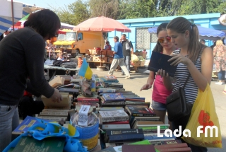 Більше 7 тисяч гривень зібрали активісти під час акції «Книга рятує життя» в Ладижині