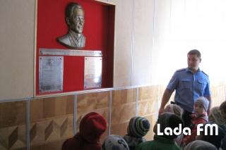 Ладижинські правоохоронці провели екскурсію міськвідділом для вихованців садочка