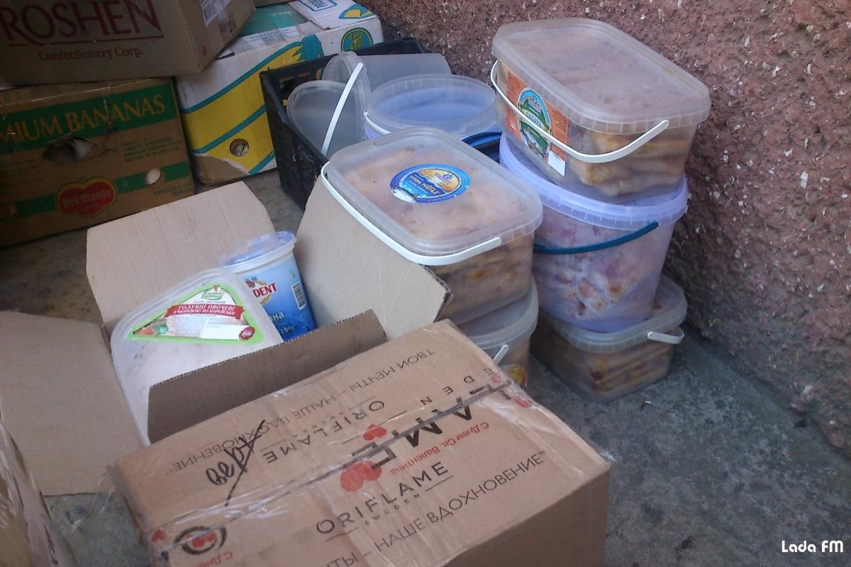 Дружини бійців з Ладижина відправили домашні смаколики для солдатів у зону АТО