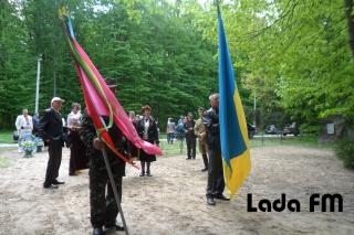 Ладижинці передали бойові партизанські прапори у музеї Дашева та Гайсина
