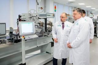 Президент Порошенко проінспектував  виготовлення нових електронних паспортів
