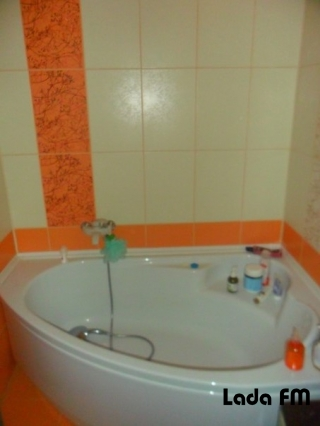 У Ладижині продається 2-кімнатна квартира.