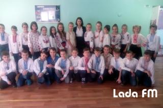 До Дня Соборності у четвертій школі Ладижина провели флешмоб
