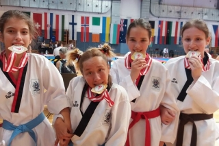 Ладижинські паратхеквондистки переможно виступили на змаганнях у Австрії