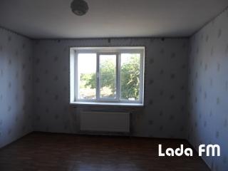 У Тростянці продається 3-кімнатна квартира