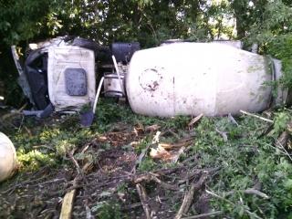 У Ладижині розбилась вантажівка-бетонозмішувач