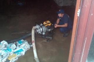 Злива у Ладижині: рятувальники відкачували воду із  підтоплених приміщеннь