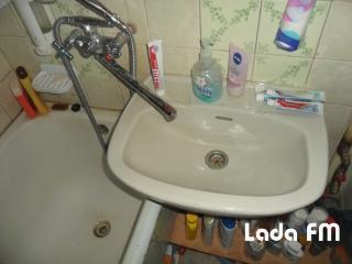 У місті Ладижині продається 3 кімнатна квартира.