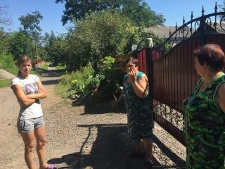 Село Бджільна на Вінниччині засипало чорною липкою сажею