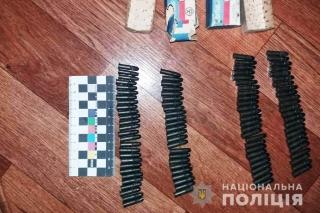 У помешканні ладижинця поліцейські вилучили арсенал зброї
