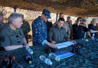 Президент на острові Зміїний проінспектував готовність військових до його оборони