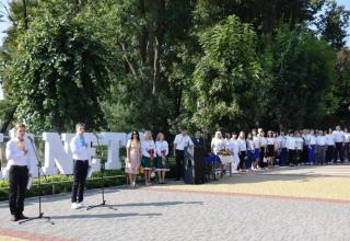 Тридцятиметровий  двоколор до 30-річчя Незалежності: тростянчани креативно відзначили  День Державного Прапора