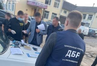 На Вінниччині ДБР на хабарі затримала посадовця ДСНС